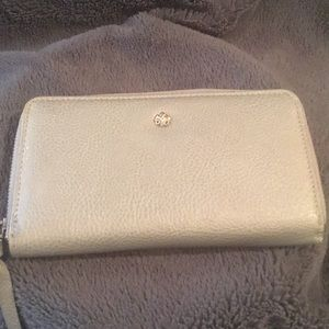 2/$10 🎀 Silver wallet in like new condition